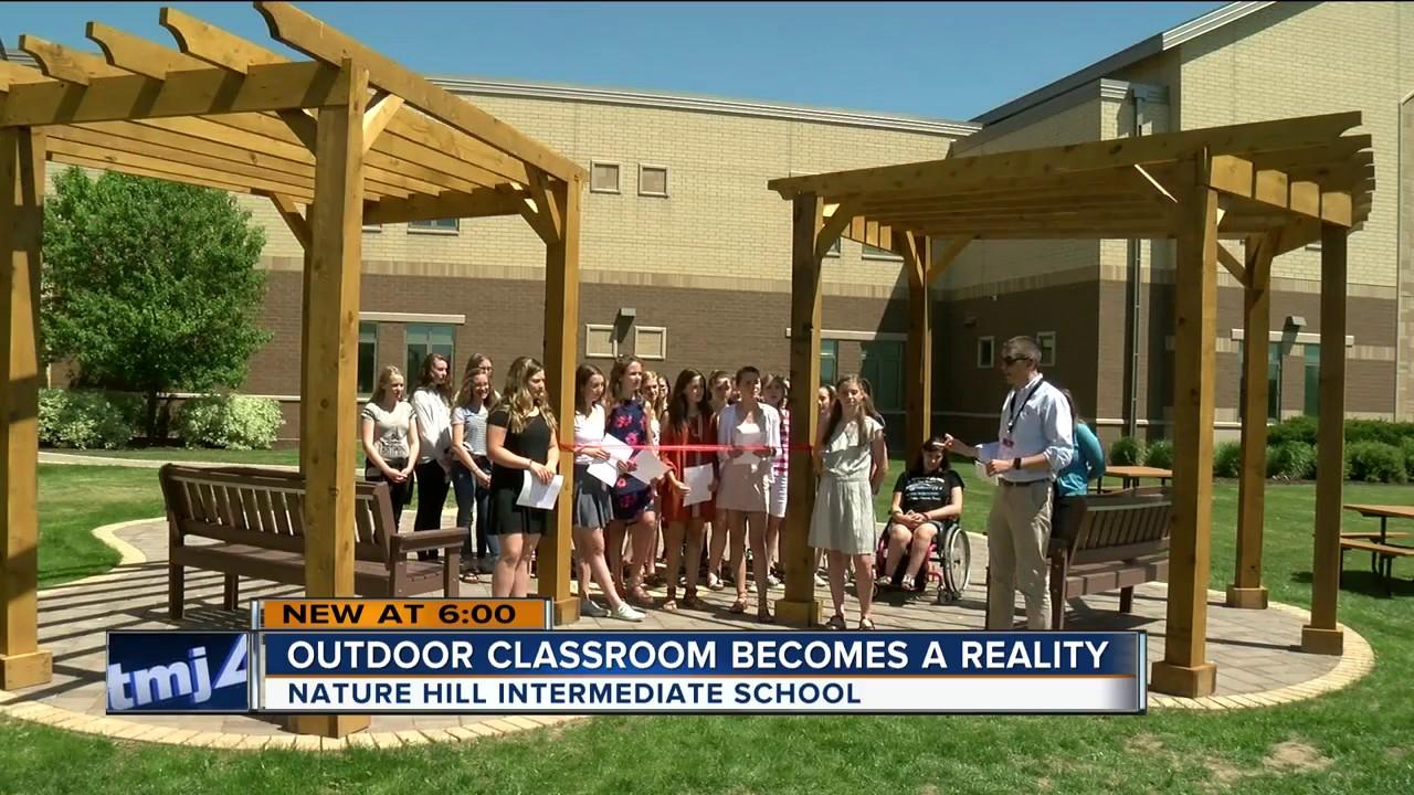 Oconomowoc teacher, students make outdoor classroom a reality - YouTube