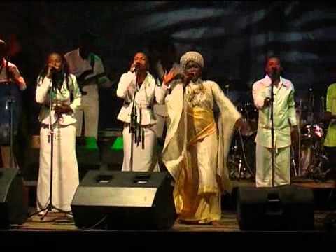 Esther AKAWA concert de FIKIN (nani asalaka)