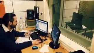 الفنان عادل ابوحسون اثناء تسجيله لدوره في دوبلاج أبطال الكرة