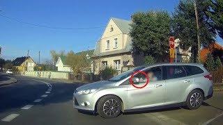 Zielona Góra: Kobieta z telefonem w ręce wjeżdża wprost pod inny samochód