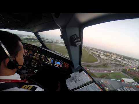 Landing at Miami International Airport (KMIA), Airbus A319-132 N694AV Avianca