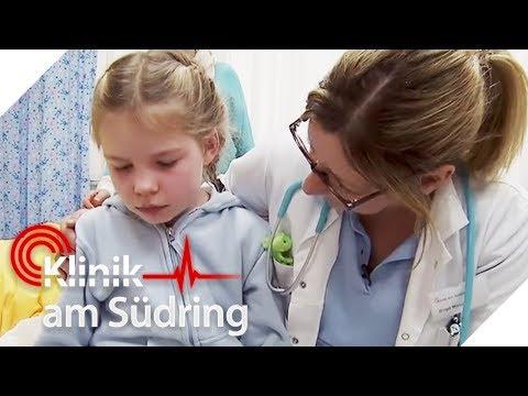 Süßer Liebesbeweis: Lea (8) will Schwester Mia beschützen! | Klinik am Südring | SAT.1 TV