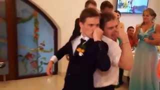 Приколы на свадьбе! Гости танцуют! Бомба танец!