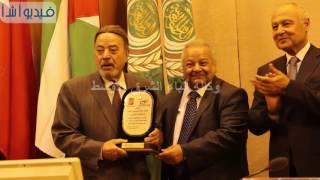 بالفيديو : جامعة الدول العربية تكرم الفنان