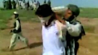Video mostra casal sendo apedrejado no Afeganistão