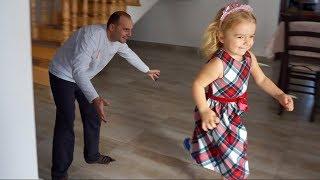 Cel mai vesel joc | Copii vs Parinti | Anabella Show