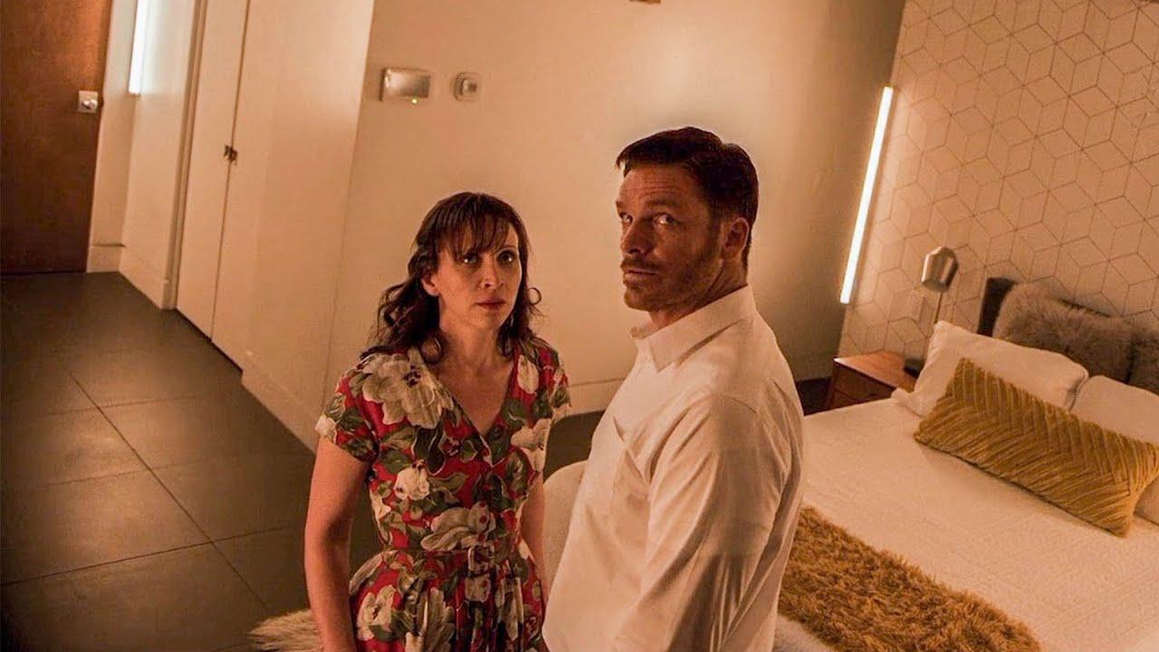 【穷电影】诡异别墅竟能用声音控制他人身体,夫妻入住后,被控制做荒唐事