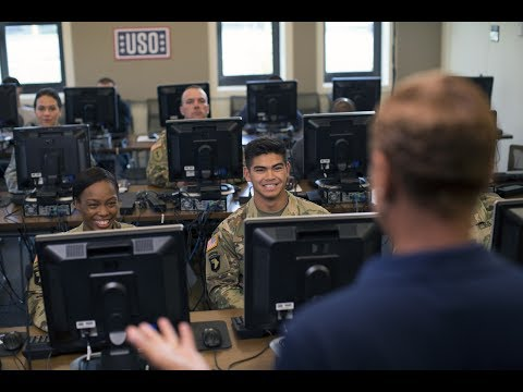 USO Pathfinder Helps Transitioning Service Members Chart Route to Success