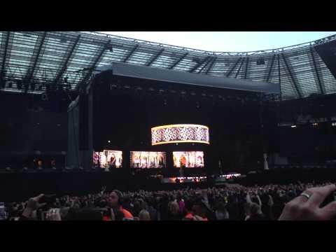 Rihanna - Twickenham Stadium - Phresh Off The Runway. (15/06/2013)