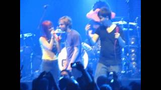 Boy kisses Hayley Williams without Permission