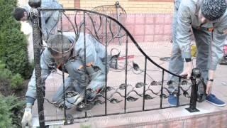 видео Монтаж кованых металлических ворот в Москве.
