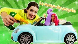 Barbie a cassé la voiture de Ken! Vidéo en français avec les jouets.