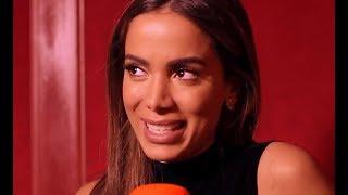 Baixar Anitta feat Rita Ora e elogia CARDI B  LEGENDADO - Entrevista