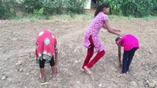 गाव मे कैसे छोटे बच्चे लड़की या खेल खेलते है देखे कॉमेडी वीडियो