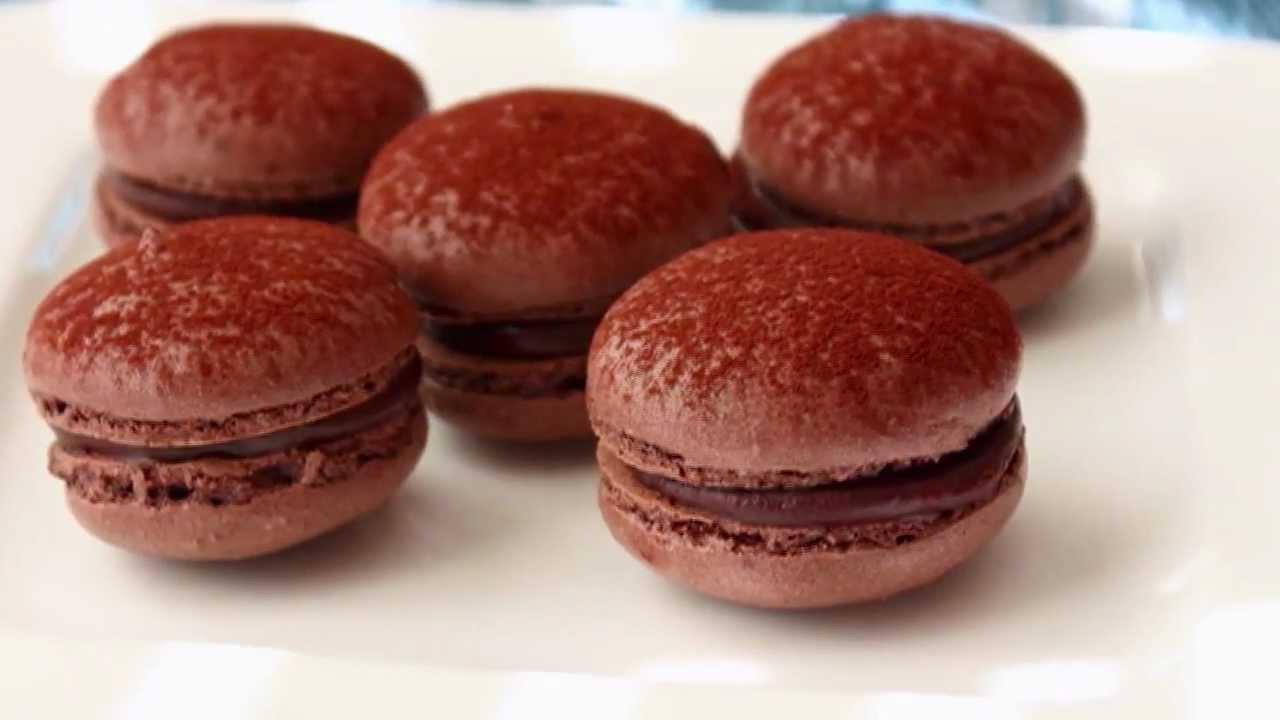 Dark Chocolate Macarons - French Macaron Recipe - Meringue ...