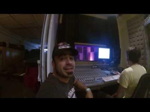 En estudio sonorizando #UltramanUK. Lo cuelgo hoy?