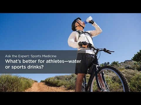What's better for athletes – water or sports drinks?