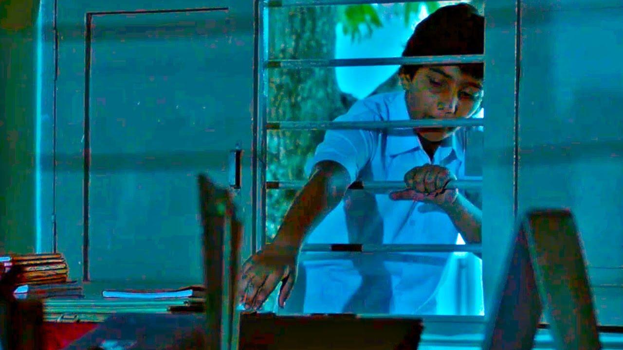 एक बच्चा जब पेन पाने के लिए क्वेश्चन पेपर चुराने जाता हैं| साथी कम्प्लेन करने पर क्या होताहैं देखिये