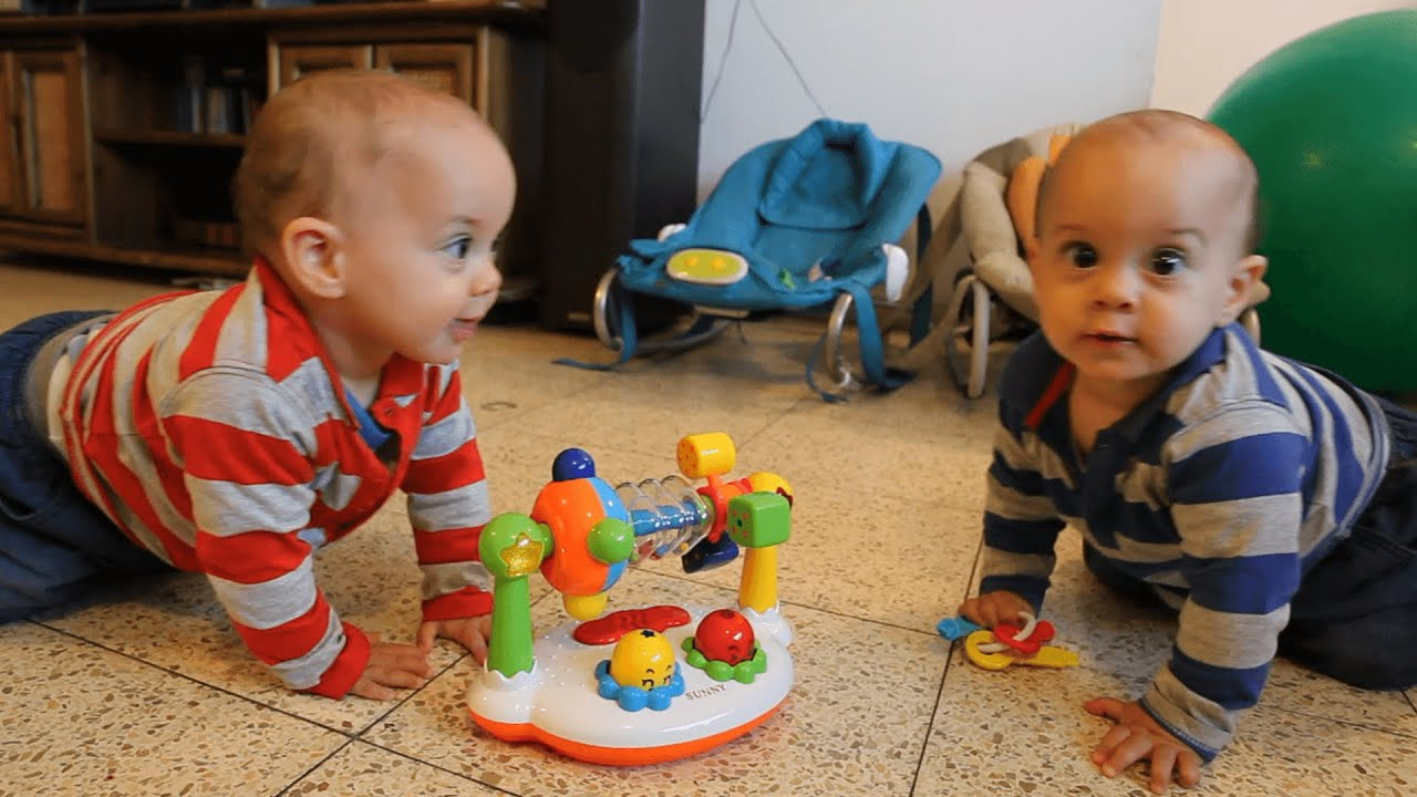 Dancing Twin Babies Cute kids can t enough music
