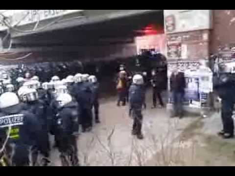 Police attack on protesters #RoteFlora in Hamburg, 21/12/2013