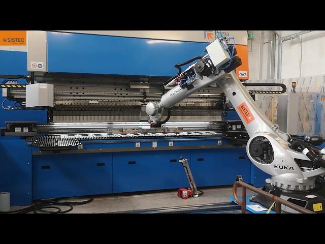 Fully-integrated robotic bending system. Sistema integrato di piegatura robotizzata.