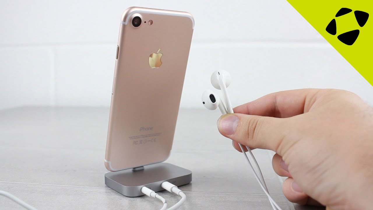 separation shoes ce04e 14e63 How To Charge An iPhone 7 & Listen To Music At The Same Time!