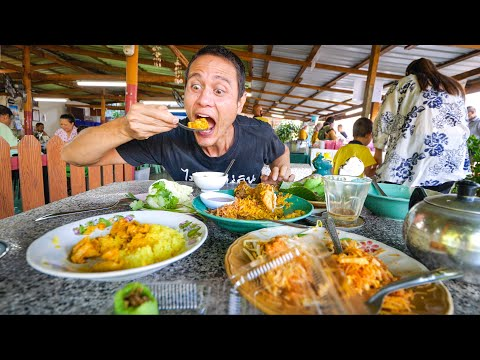 Thai Street Food - YELLOW STICKY RICE!! Best Curry Ever + Stuffed Roti!   Satun, Thailand
