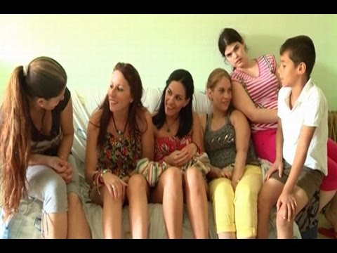 Se reencuentran cinco hermanas separadas al nacer