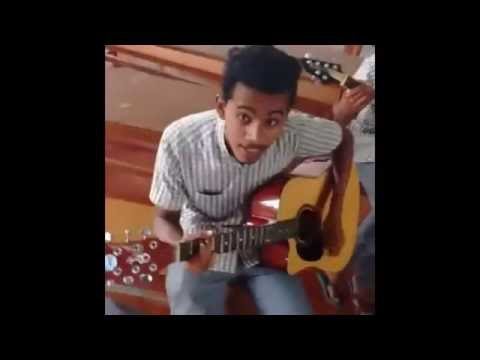 Talented: Indian Guy With A Nice Voice Sings In A Classroom!
