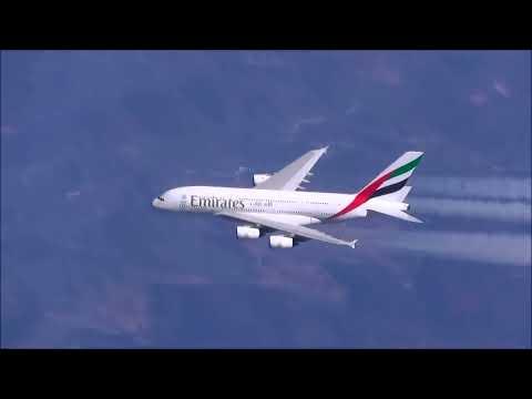 *RARE* CLOSE UP Air to Air Race A380 VS A380!