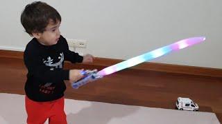 Berat Işıklı Kılıcı Kırdı Funny Kids Video