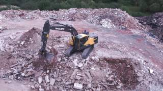 Volvo EC220E crawler excavator - optimized hydraulics