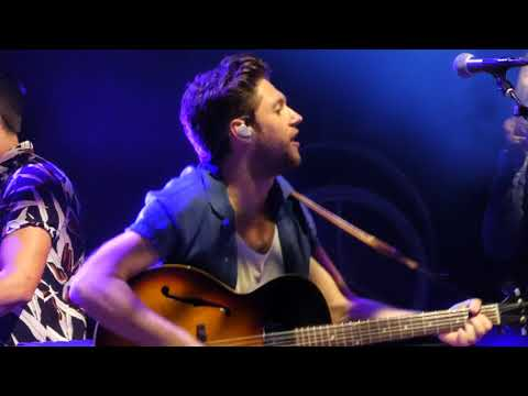 Niall Horan - Dancing In The Dark (Bruce Springsteen Cover) (Tampa)