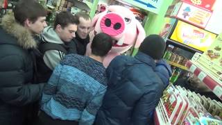 Массовая драка в магазине на Ташкенсткой(После двух рейдов в магазине на Ташкентской по-прежнему продавали просрочку, так что мы пошли туда еще..., 2014-03-01T13:59:25.000Z)