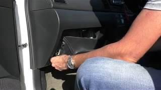 видео Воздушный фильтр Тойота Королла: как поменять