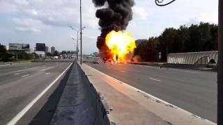 Грузовик, перевозивший 119 газовый баллон на МКАДе взорвался