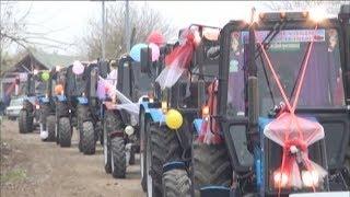 Ağcabədidə traktor sürücüsü özünə qeyri-adı toy edib