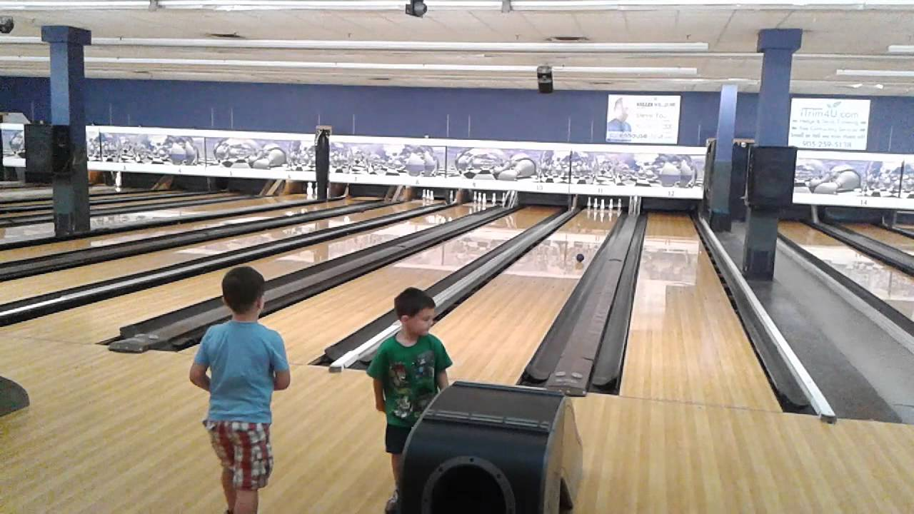 colton aiden bowling at neb 39 s fun world youtube. Black Bedroom Furniture Sets. Home Design Ideas