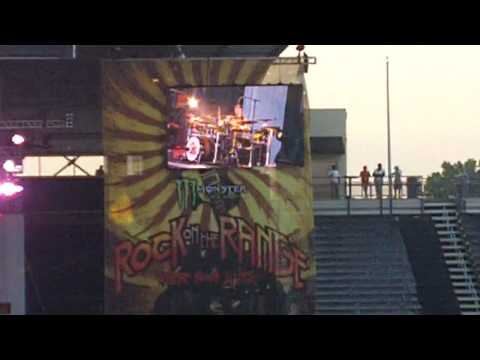Three Days Grace - I Hate Everything About You @ Rock on the Range 2010