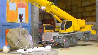 MOBILE CRANE - RC  LIEBHERR LTM1055 LIFTS A 40t STONE - AMAZING RC MACHINES AT WORK