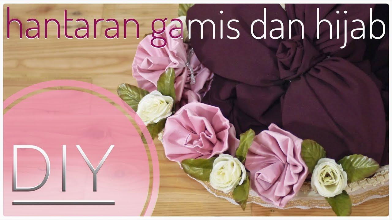 Menghias hantaran gamis dan hijab menjadi bentuk bunga