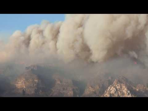 Gigante columna de humo del incendio de Gran Canaria desde Tirajana