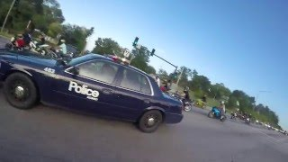 MOTORCYCLES RUN FROM COPS AND GET AWAY