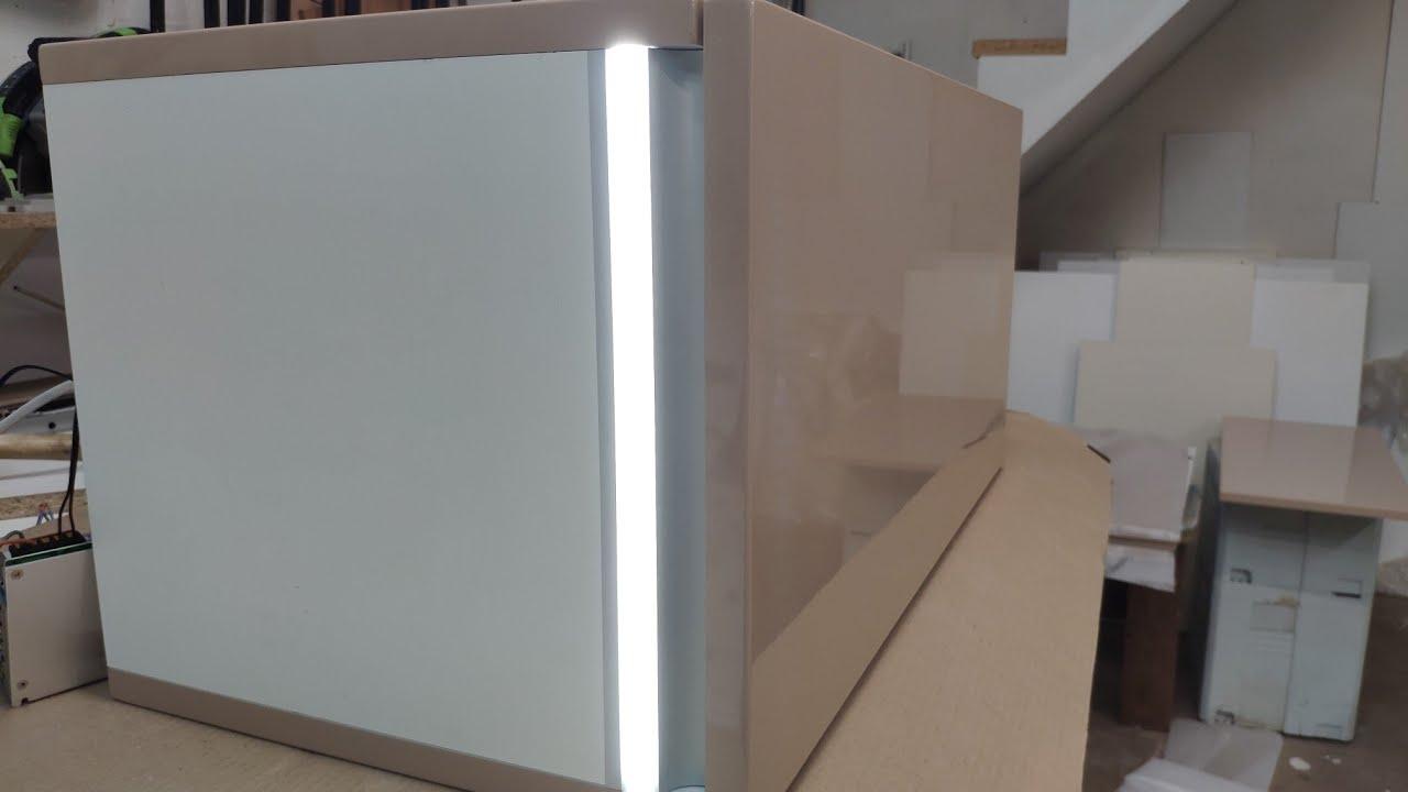 Светодиодная подсветка встроенная в ручку кухонных шкафов. Бесконтактный включатель.