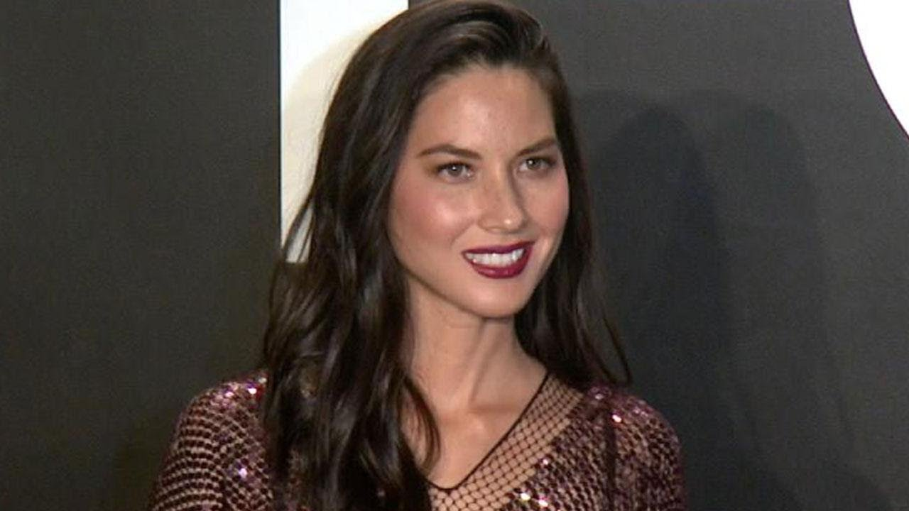 Best Hd Dark Wallpapers Olivia Munn Pokes Fun At Aaron Rodgers Split Youtube
