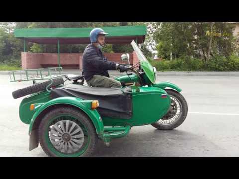 Попался-на-дороге-мотоцикл-Урал.Легендарный-русский-мотоцикл-с-коляской.В-Асбесте.Автопром-СССР.