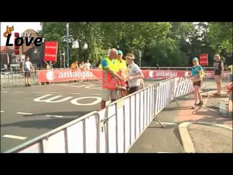 Postman (mail man) freaks out over Tour de France road closure