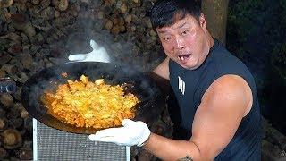 솥뚜껑에 닭갈비 볶고 치즈+우동사리+볶음밥+소주 지리고…