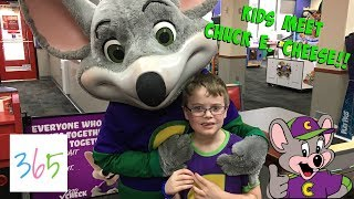 KIDS MEET CHUCK E CHEESE! PLAYING ARCADE GAMES, TOY HAUL, & KID FUN! | KIDS LIFE 365 | 12.3.18