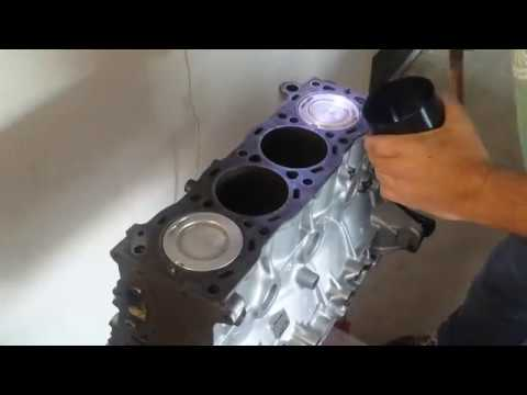22re 1995 Toyota Pickup Install Pistons to engine (Part 14)